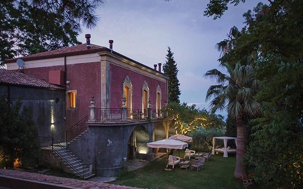 Monaci-delle-Terre-Nere_night_original3