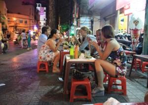 www.streetfoodhanoi.com